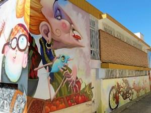 Graffiti en el exterior del Mercado de Abastos de Moguer.