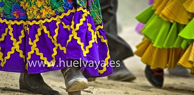 Peregrina entra en El Rocío en la mañana del viernes. (Julián Pérez)