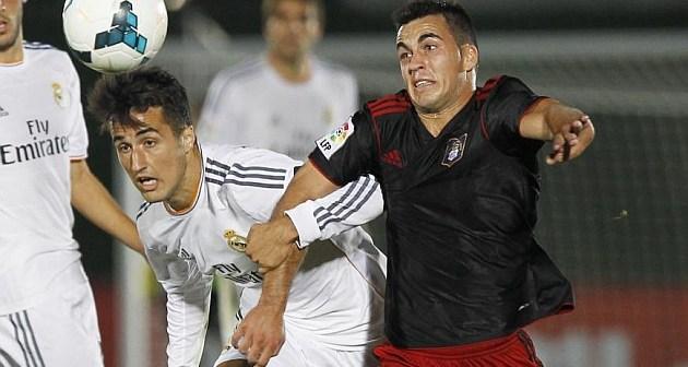 Joselu, autor del primer gol del Recre con el lateral Casado del Castilla. (www.marca.com)