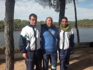 Nadadores del Club Natación Huelva en el Pantano del Zumajo en Nerva.