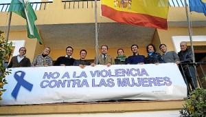 Pancarta en Aljaraque contra la violencia machista.