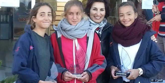 Ana Burgos, Belén Garrido y Carmen Castillo, regatistas de Punta Umbría.