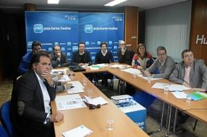 Reunión de los diputados del PP con el presidente provincial.