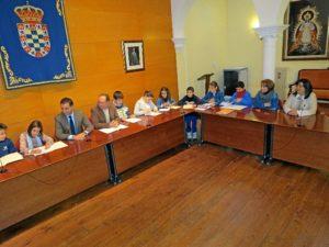 Encuentro del alcalde con escolares moguereños.