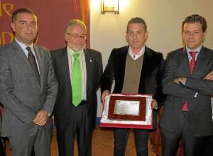premiado con el alcalde y representantes de apyme