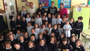 Visita de jugadores del Recreativo de Huelva al Colegio Cardenal Spínola.