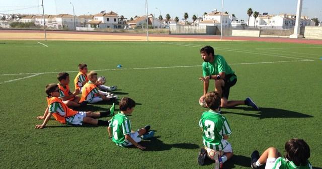 Campus de verano de fútbol del Betis en Cartaya.