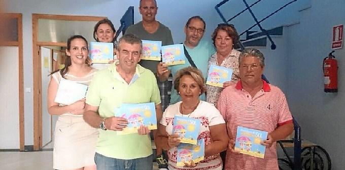 El concejal de Sanidad Jose Manuel Raya con los miembros de la Junta Local de la AECC