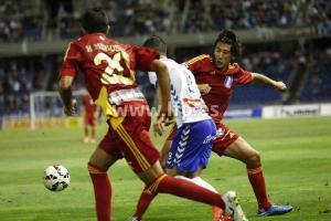 Pedro Ríos y Menosse presionando a un jugador del Tenerife. (www.lfp.es)