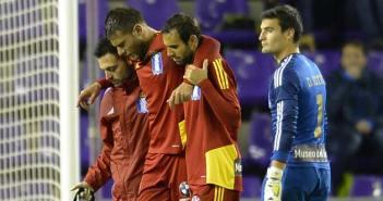 Juanan se retira lesionado ante el Valladolid.