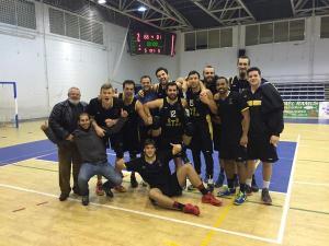 Jugadores del Por Huelva celebrando la victoria en Andújar.