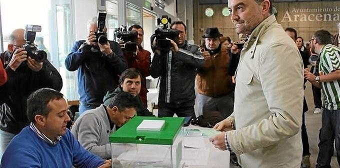 IU.maillo vota en aracena autonomicas 2015-644