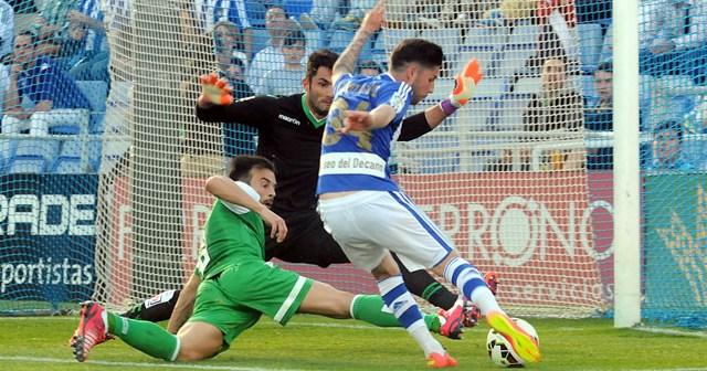 Antonio Domínguez tuvo muy cerca el gol ante Adán. (Espínola)