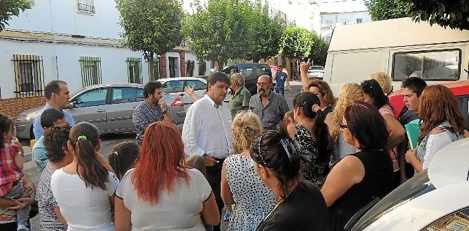 Gabriel Cruz atiende las demandas de vecinos