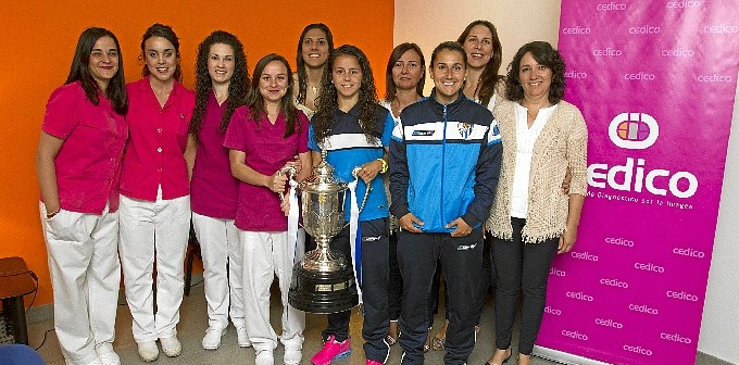 150521. Las jugadores del Sporting agradecieron a CEDICO el apoyo  que le ha prestado durante toda la temporada
