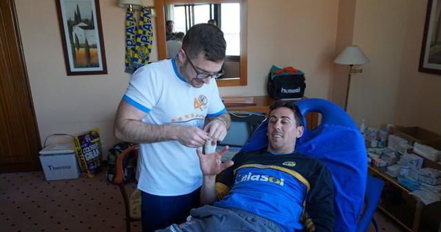 Manuel Morales, fisioterapeuta del PAN Moguer junto a Ale Millán.