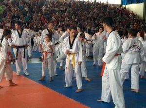 Club Kuroi en una concentración.