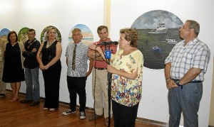 La Alcaldesa junto al Concejal de Cultura y los monitores y director de los Talleres, inauguro la muestra y clausuro este curso
