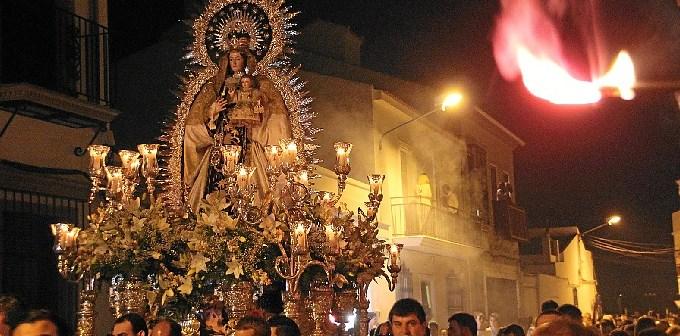 La Virgen del Carmen de San Juan del Puerto procesionando en 2014.