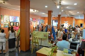 150824_1 Las exposiciones se encuentran en el Centro Sociocultural