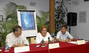 La Aldaldesa junto al Primer Teniente de Alcalde y al concejal de Comercio durante la presentacion (1)