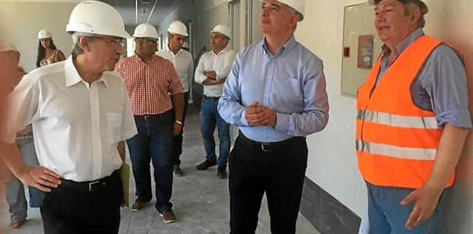 Imagen de archivo de la visita del delegado del gobierno en Huelva en agosto a las obras, ya finalizadas, del Chare de la Costa.