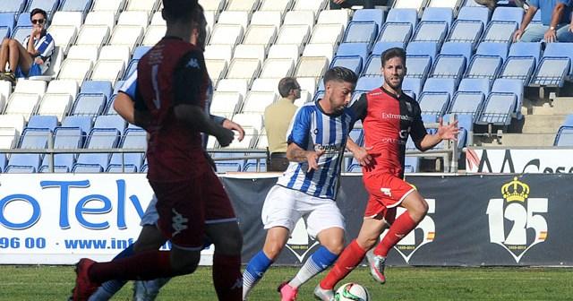 Antonio Domínguez ante el Mérida. (Espínola)
