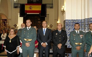 Isla Cristina La Alcaldesa con las autoridades militares y el presidente del Consejo