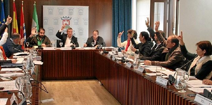 Imagen de archivo del pleno del Ayuntamiento de Cartaya.