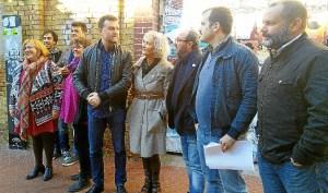 Antonio Maillo, Daniel Hernando junto con integrantes UP-IU en Huelva en Paseo Santa Fe