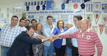 José Antonio Cabrera, con su nueva junta de la Federación de Peñas del Recreativo de Huelva.