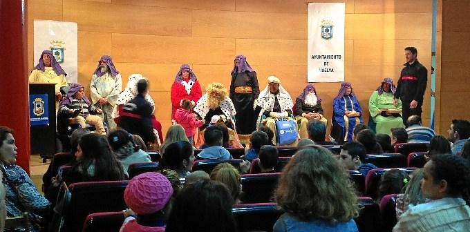 Entrega juguetes Reyes Huelva (1)