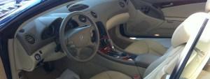 Interior de uno de los vehículos que se anunciaban a través de internet.
