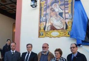 La Alcaldesa y el Primer Teniente de Alcalde junto al Cura Parroco el Hermano Mayor y uno de los miembros de su Junta de Gobierno.jpg