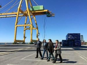 Muelle Sur Visita Alcalde Presidente Diputacion y Presidente Puerto  Huelva