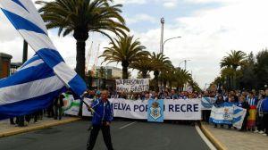 aficionados-respaldan-Recreativo-Huelva-complicada_899921980_98953919_667x375