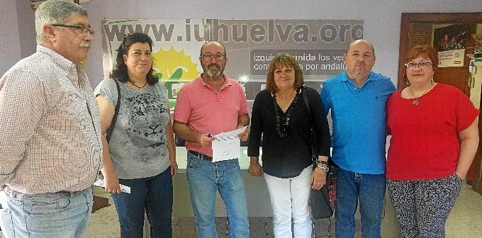 IU con integrante plataforma A Tu Lado Huelva