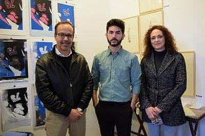 Iván Lozano, en el centro, en una exposición en Hinojos.