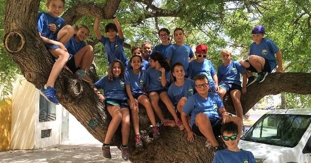 Equipo de jóvenes nadadores del CN Huelva.