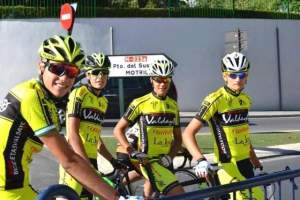 Corredores del Bicicletas Valdayo AC San Antonio.