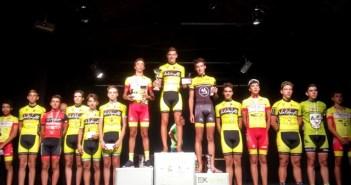 Jóvenes ciclistas del Bicicletas Valdayo.