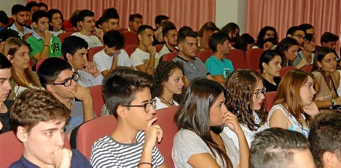 Bienvenida estudiantes UHU (1)