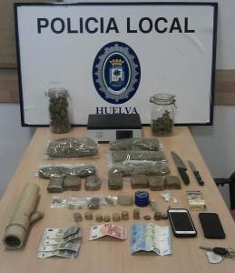 actuacion de la policia local droga en un coche