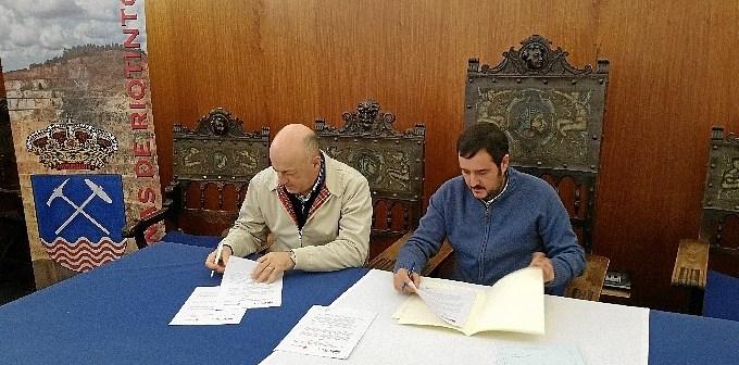foto firma convenio minas de Riotinto