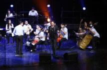 Manuel Carrasco con la Orquesta Cateura
