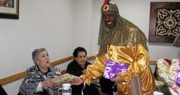 Reyes Magos visitan en La Palma a ancianos y conventos (3)