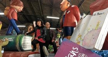 Visita a los preparativos de la cabalgata de Reyes Magos en Huelva
