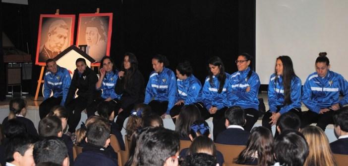 Visita de la plantilla del Cajasol Sporting a los colegios de la capital.
