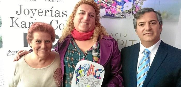 La Alcaldesa y el Primer Teniente de Alcalde junto al Premiado con el Patitas 2017