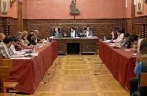 Imagen de archivo de un pleno en el Ayuntamiento de Ayamonte.
